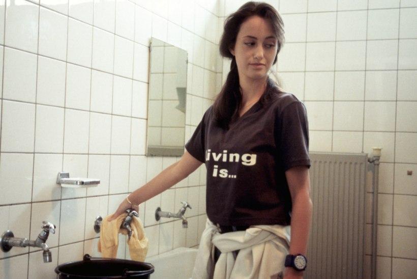 MUGAV ELU PÄRAST ERIOLUKORDA: kas keegi veel kutsub koju koristaja või mõõdab koera aurat?