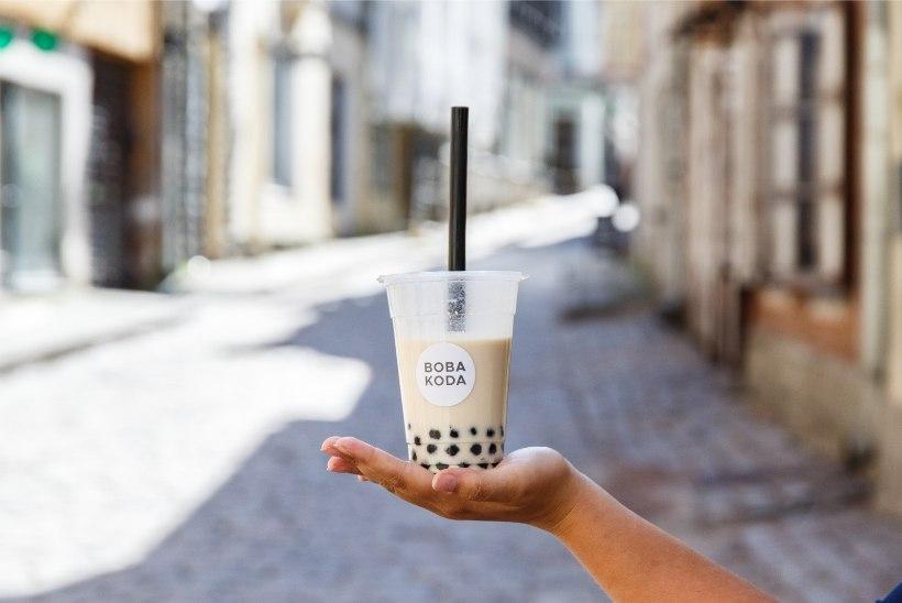 VIDEO | Noorte uus hullus: kuidas maitseb kurikuulus suhkrupomm bubble tea?