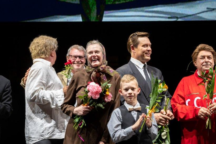 GALERII | Sepo Seeman ja Kalle Sepp tõid Kalmer Tennosaare elukäigu lavale