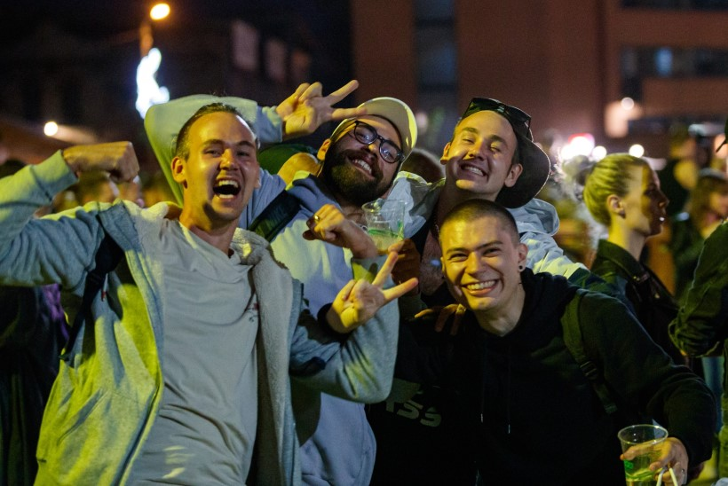 GALERII | Pidutsejad Tallinna öös: ei karda me mingit koroonat, see on väljamõeldis!