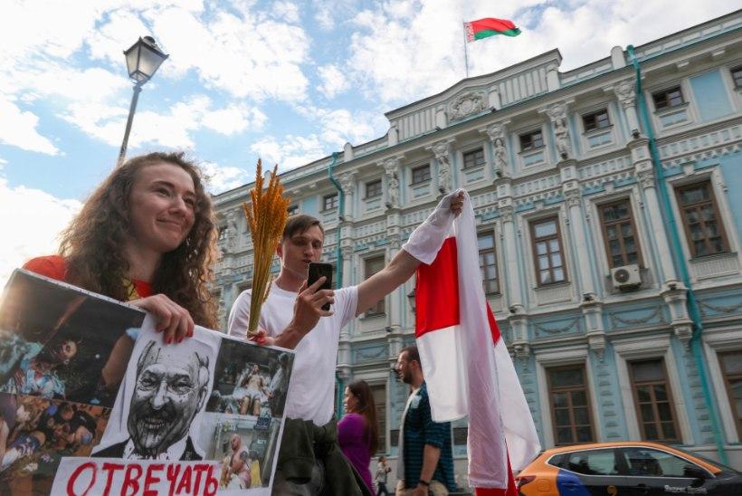 """Valgevene protesteerib: """"Saame esimest korda elus hingata!"""""""