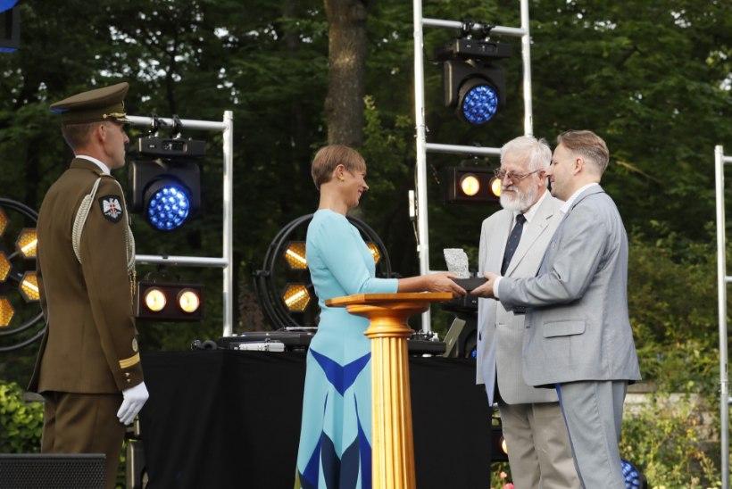 FOTOD | Iseseisvuse taastamise tänukivi sai sel aastal presidendilt Eesti teadlaskond