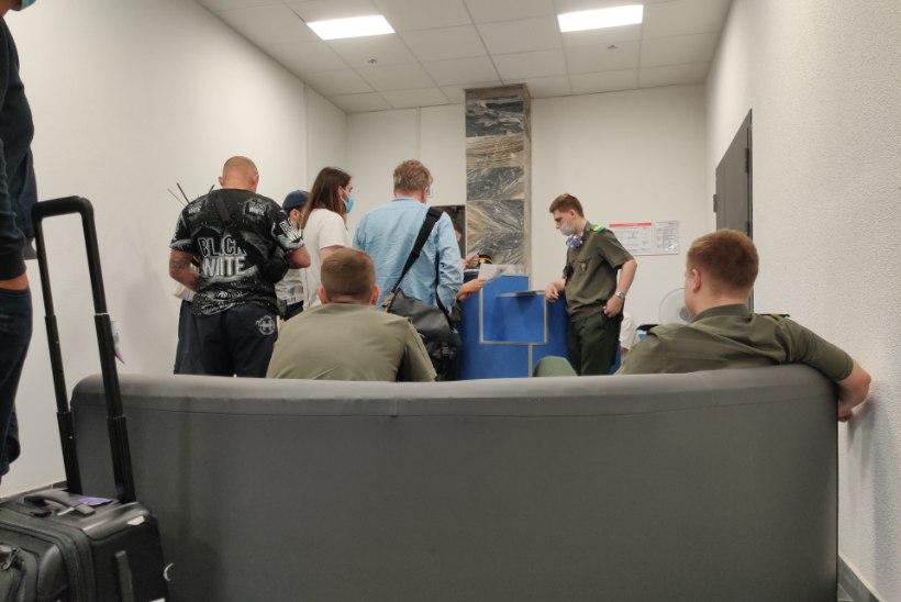 """FOTOD   Silver Meikar: """"puhkus"""" väljasaadetutega Minski lennujaamas"""