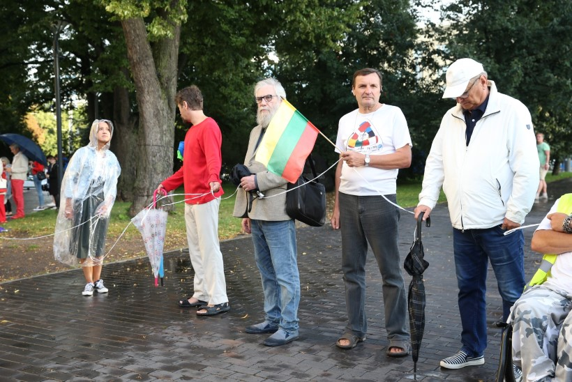 GALERII | Eesti inimesed kogunesid inimketti Valgevene toetuseks