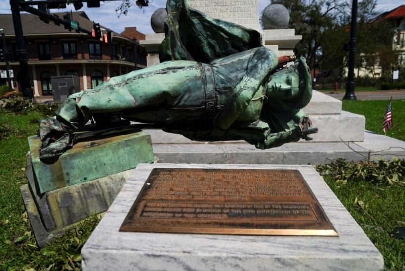 Orkaan Laura murdis USAs maha Konföderatsiooni monumendi, mis otsustati alles hiljuti säilitada
