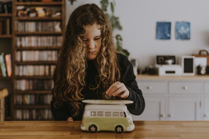 LAPSE RAHATARKUS: kas, kui palju ja kuidas anda lapsele taskuraha?