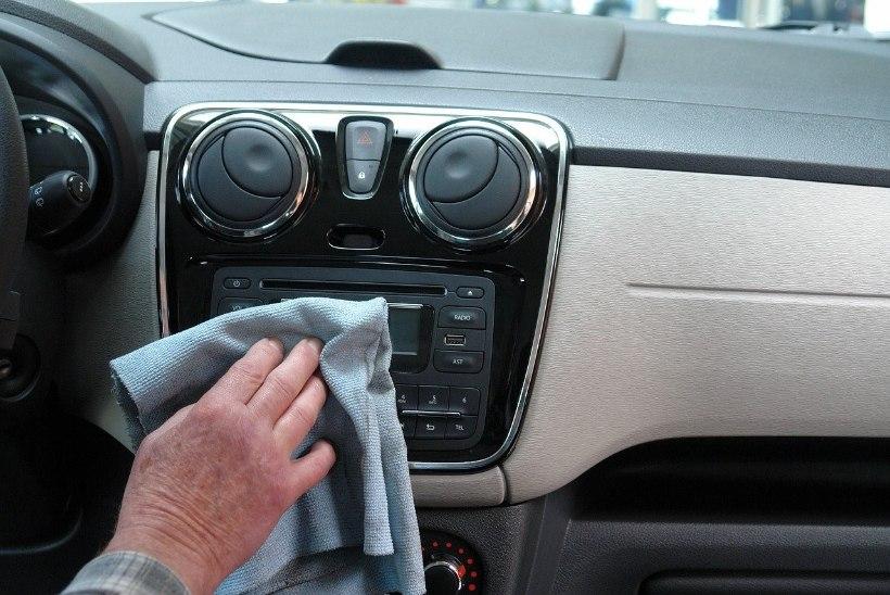 MIDA TÄNA ETTE VÕTTA? Põhjalik juhend: autosalong puhtaks ja värskeks!
