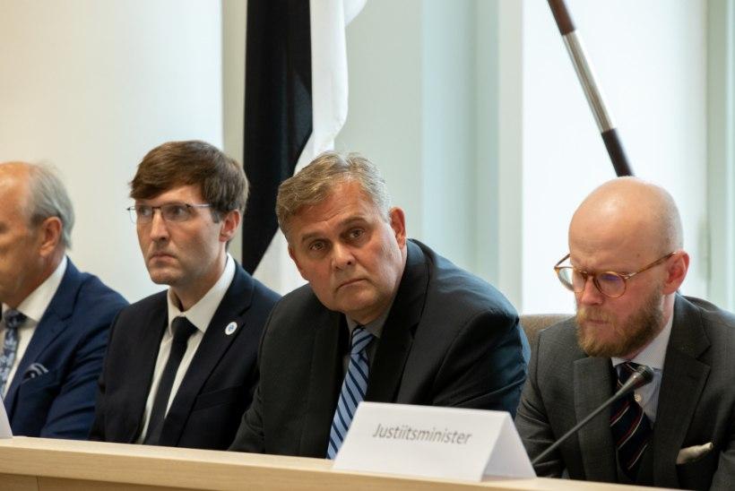 RIIGIKOHUS VAAGIS PENSIONIREFORMI | Valitsusel alternatiivmõtted töös: kogu teine sammas likvideeritakse!