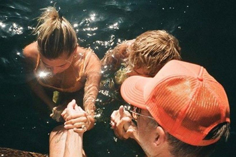 FOTOD | Bieber ja tema naine lasid end üheskoos ristida