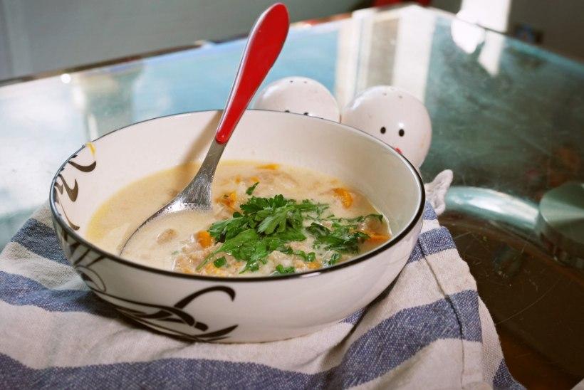 """VIDEOKATSE   """"Kiika (k)ööki!"""": kuidas mekib veisemaost tehtud balkanipärane supp"""