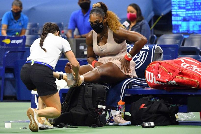 Ajalugu jäi tegemata: Serena Williams sai US Openi poolfinaalis vigastada ja langes välja