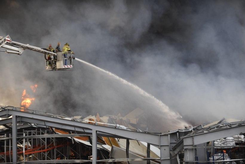 Paanika Beirutis: lõhkeaineplahvatuses kannatanud sadamas puhkes tulekahju