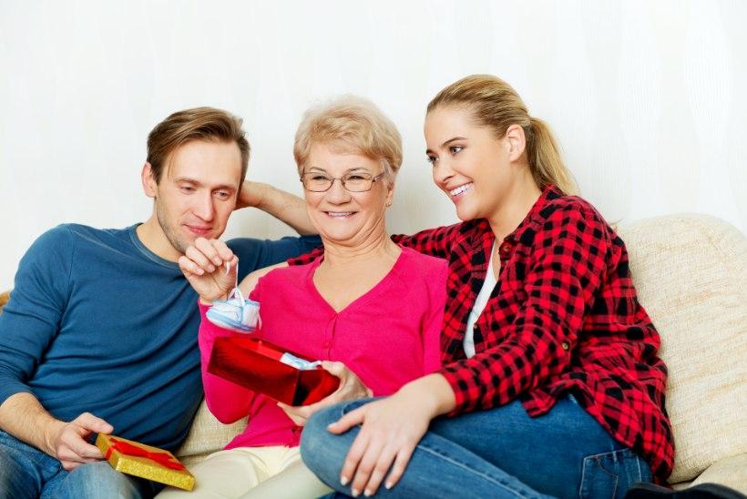 """Kuidas perele beebiuudist teatada? Appi võetakse kavalad kingid ja kirjad: """"Kallis vanaema, kohtume sügisel!"""""""
