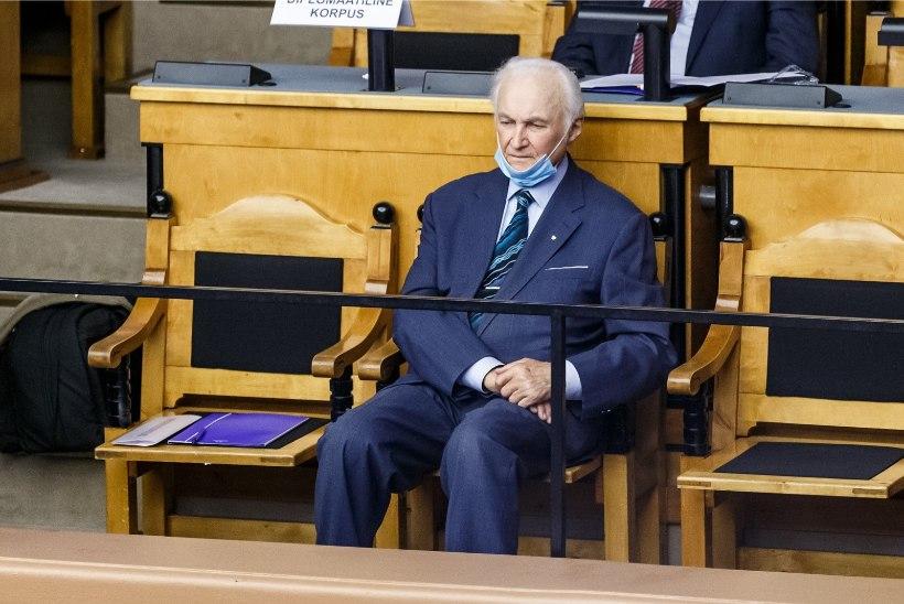 GALERII | RIIGIKOGU KONARLIK AVALÖÖK: EKRE saadikud läksid presidendi kõne ajal koeraga jalutama ja arvutit laadima