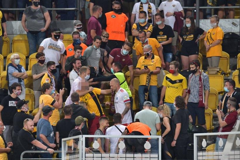 VIDEO | Saksamaa karikavõistlustel kaotas mängija enesevalitsuse ja läks tribüünile fänniga kaklema