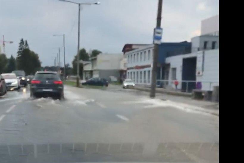 Veeavarii tõttu on suletud liiklus Kadaka teel