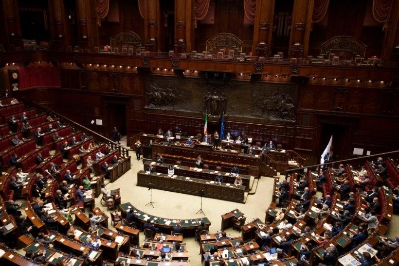 Itaallased hääletasid referendumil parlamendiliikmete arvu kärpimise poolt