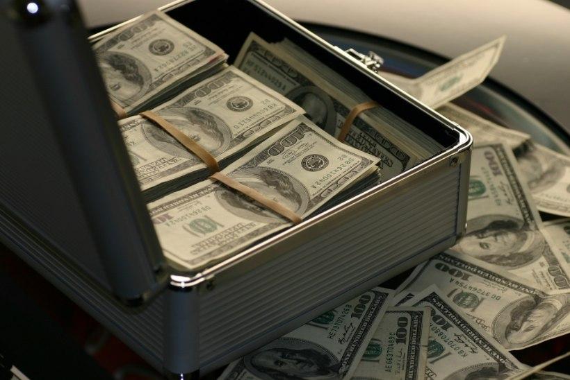 SUURLEKKE TRILJONID: pankades liikunud räpase raha eest saaks osta tuhandeid erasaari ja luua eurosentidest mägesid