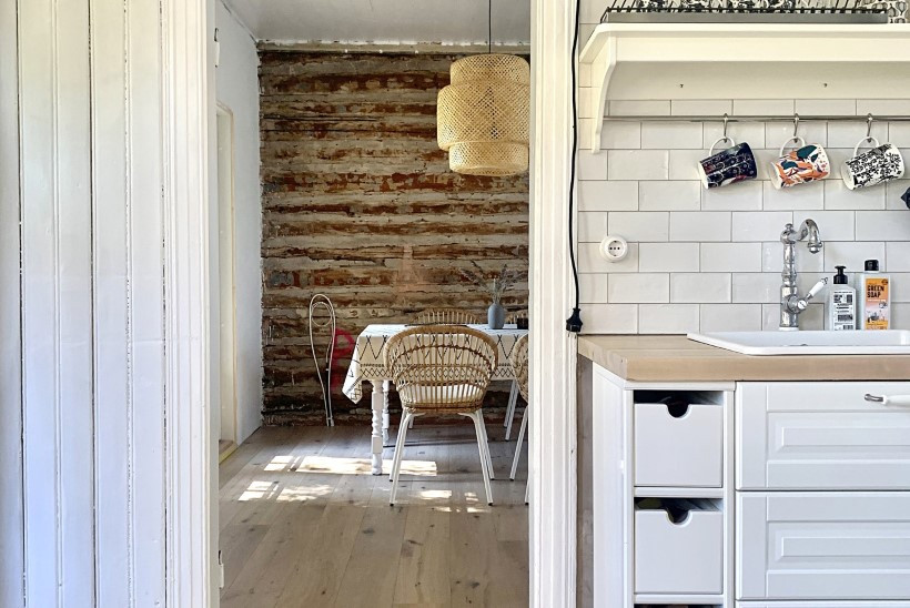 Kodukirja remondipreemia võitja uus väljakutse: 120aastasest palkmajast Pärnus saab autentsete detailidega eramu
