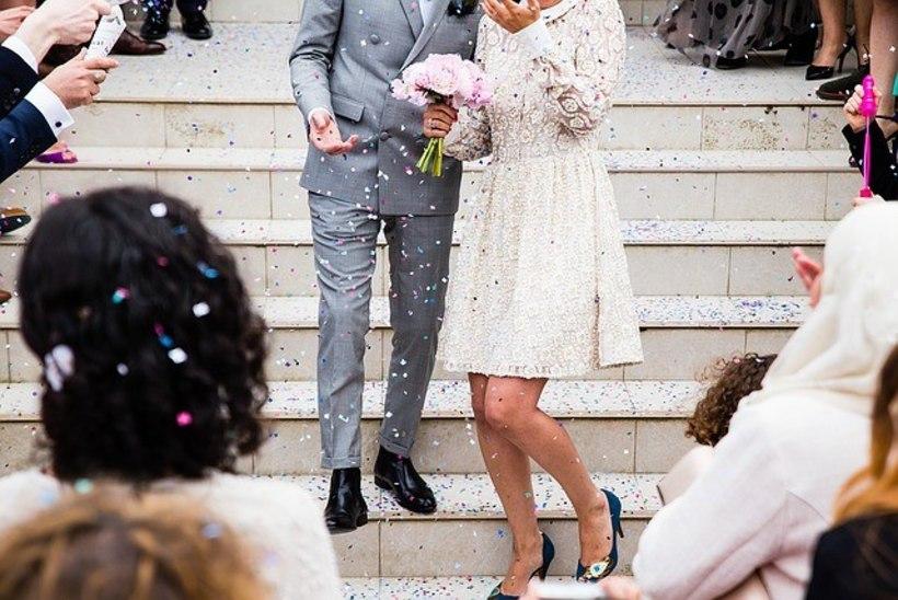 Inglismaal koroonapiiranguid eiranud pulmapeo korraldaja sai trahvi 10 000 naela