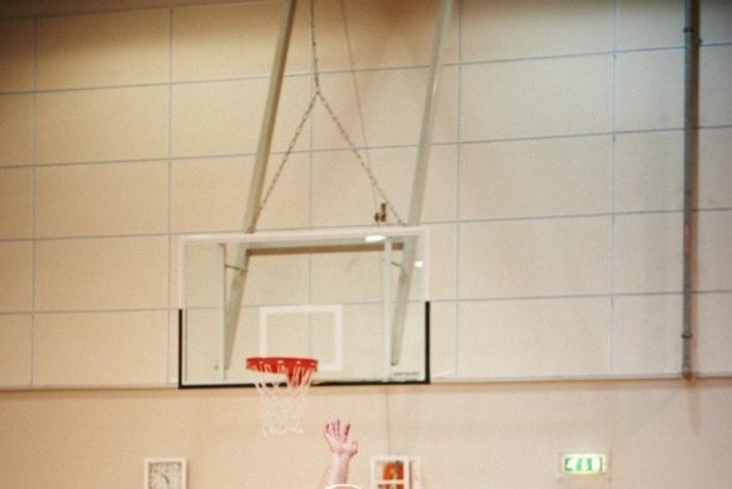 HUVITAV KÄIK! Endise koondislase korvpallikool hakkas trenne läbi viima Viru vanglas