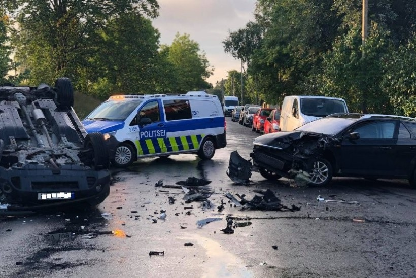 FOTO   Põhja-Tallinnas põrkasid sõidukid kokku, üks paiskus löögist katusele