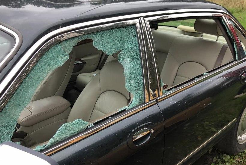 FOTOD   Vandaalid käisid Nõmmel autosid hävitamas. Pahane omanik: kõigil on kahju