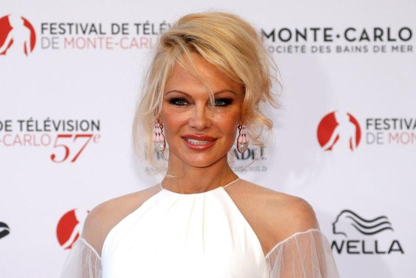 Lähiring: Pamela Anderson armus oma ihukaitsjasse