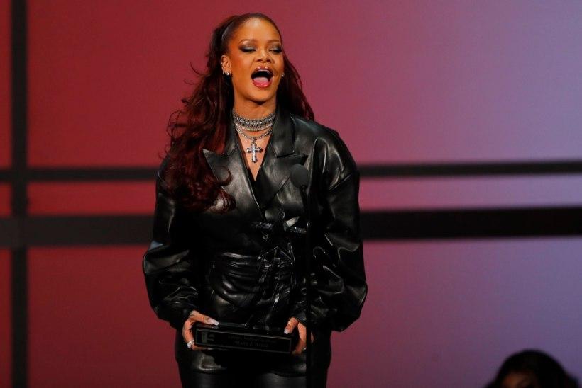VORBID JA VEREVALUMID: Rihanna kukkus elektritõuksiga oma näo katki