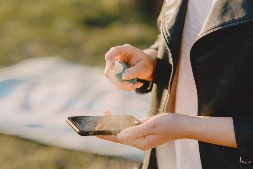 Ekspert selgitab: kui sageli puhastada oma telefoni ja milline vahend on ekraanile ohutu?