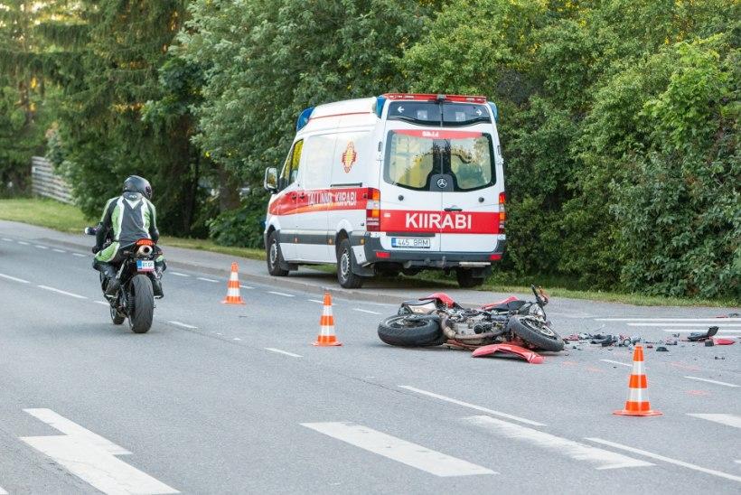 FOTOD | Tallinnas Randvere teel hukkus liiklusõnnetuses mootorrattur
