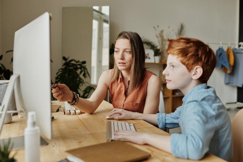Nördinud vanemad: õpetajad ei tule distantsõpetamisega toime ja jätavad lastele liiga palju kodutöid
