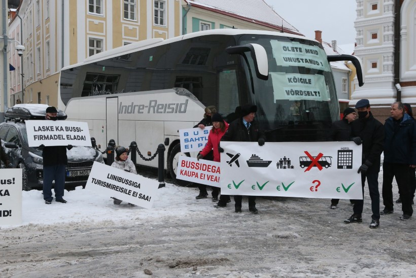 GALERII | PROTESTIJAD TOOMPEAL: toetusrahata jäänud väikevedajad nõudsid võrdset kohtlemist