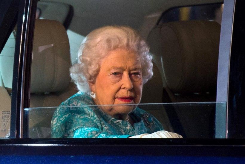 VANGLAKARISTUS: Elizabeth II noor sugulane ahistas monarhi ema lapsepõlvekodus võõrast naist