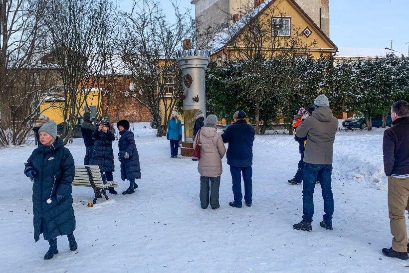 PILTUUDIS   Viimaseid päevi vaadatav kurikuulus Jaak Joala kuju meelitab kohale rahvahorde