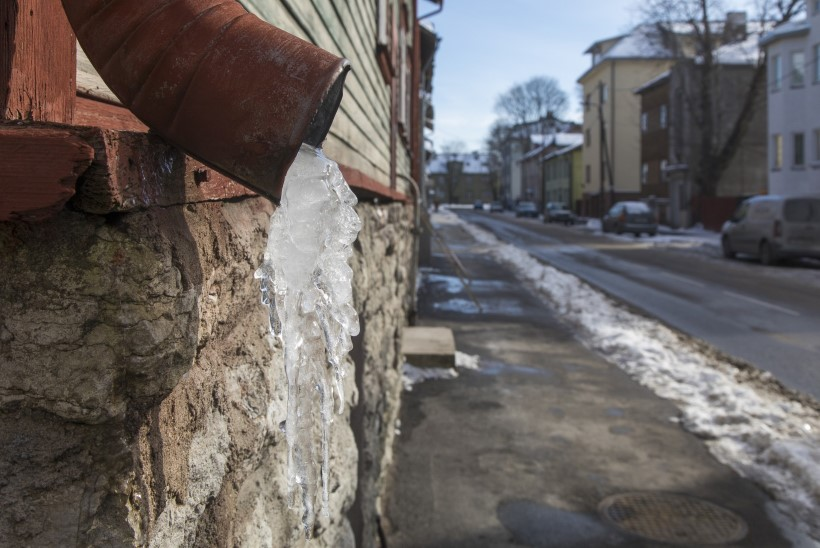SULAILM TULEKUL: kes hüvitab kahju, kui jääpurikas kukub pähe või autole?
