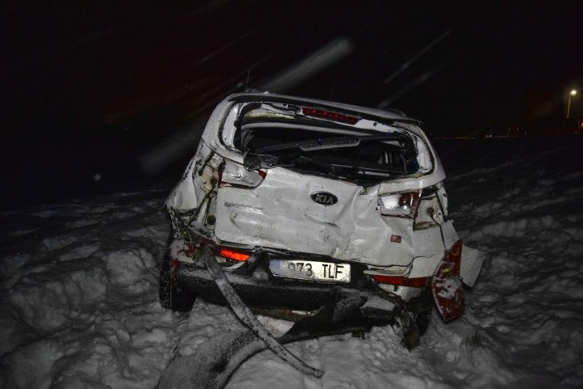 FOTOD   Viljandimaal põrkasid kokku auto, kaubik ja veoauto, viga sai üks inimene