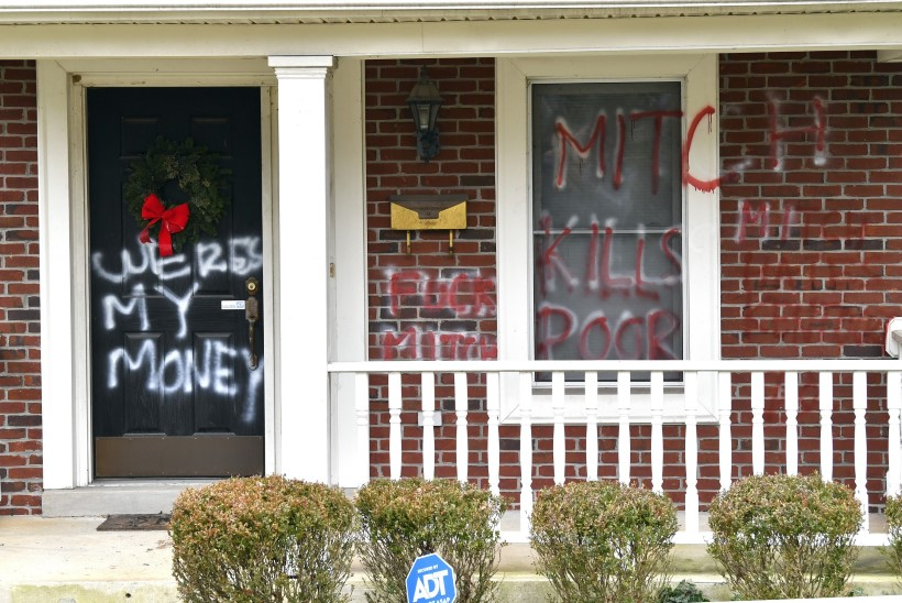 PROTESTILOOSUNGID KATSID SEINU: vandaalid tungisid USA kongressi juhtide kodumajade kallale