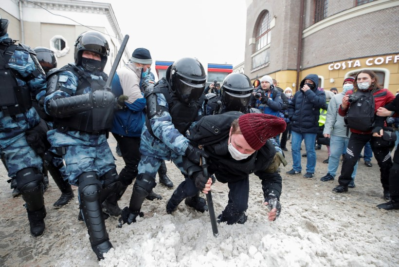 Venemaal suruti halastamatult maha tuhandete inimeste rahumeelne protest