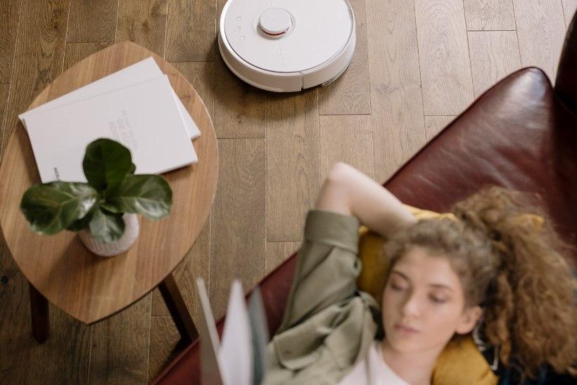 Pesurobot või aurupuhasti? Põrandakoristuses puhuvad uued märjad tuuled