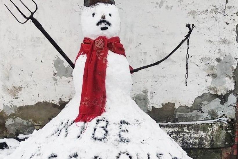 EBASEADUSLIK PIKETT: koduaeda protestiva lumememme püstitanud valgevenelast ootab kohus