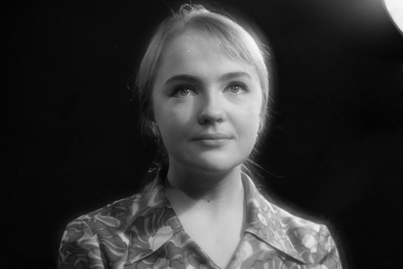 """Kultusseriaali """"Seitseteist kevadist hetke"""" staar Jekaterina Gradova keeras sõrme ümber kõige nägusamad meesnäitlejad"""