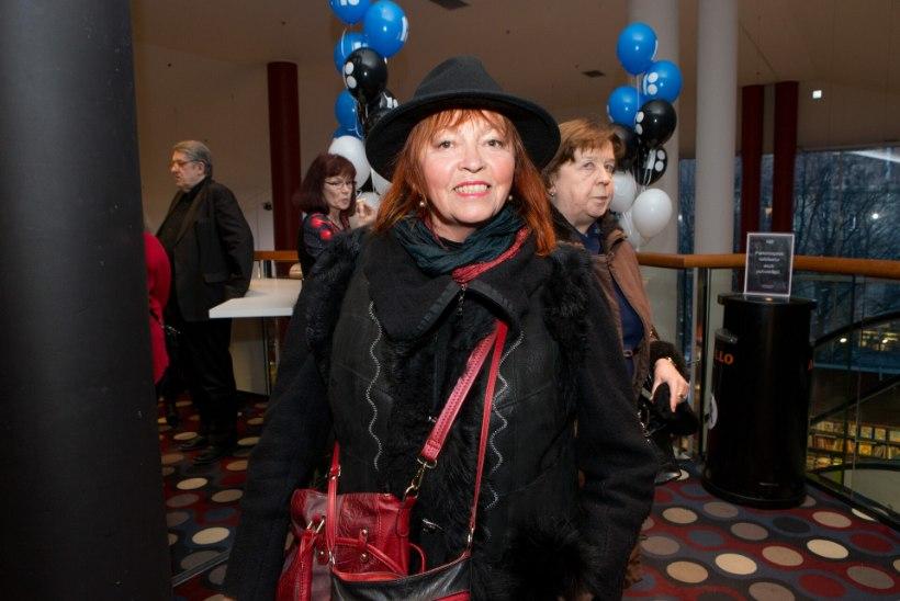 Pariisis elav näitleja Ene Rämmeld: tean, et ma ei tule Eestisse isegi surema