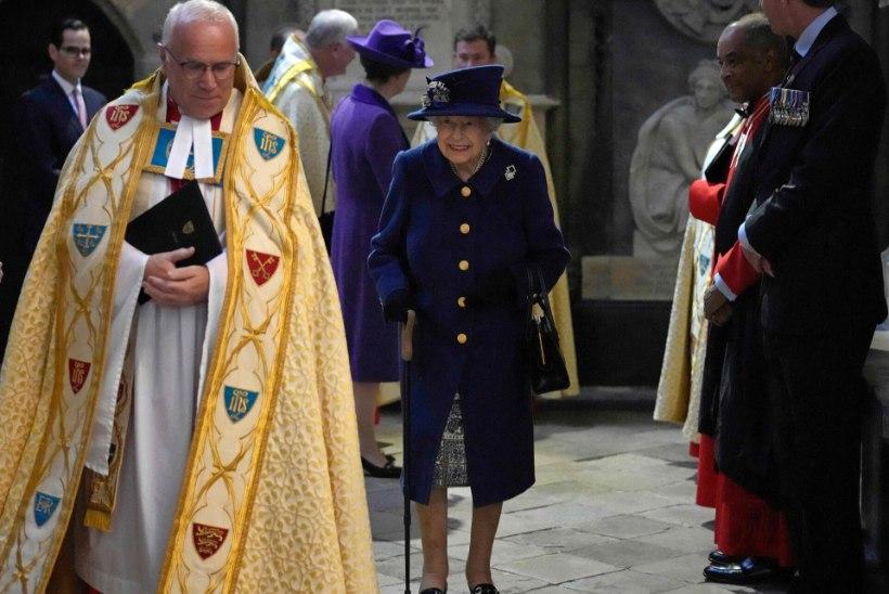 Elizabeth II nähti üle 20 aasta kepi najale toetumas