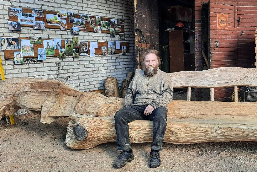 Valgamaa puutöömees tahub lugusid jutustavaid skulptuure