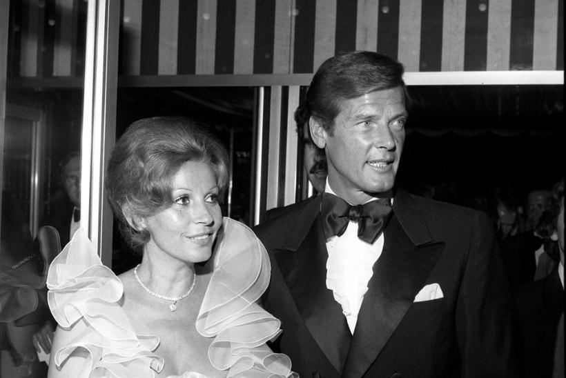 Suri Roger Moore'i kolmas naine, kelle Bondi-täht oli eriti alatult hüljanud