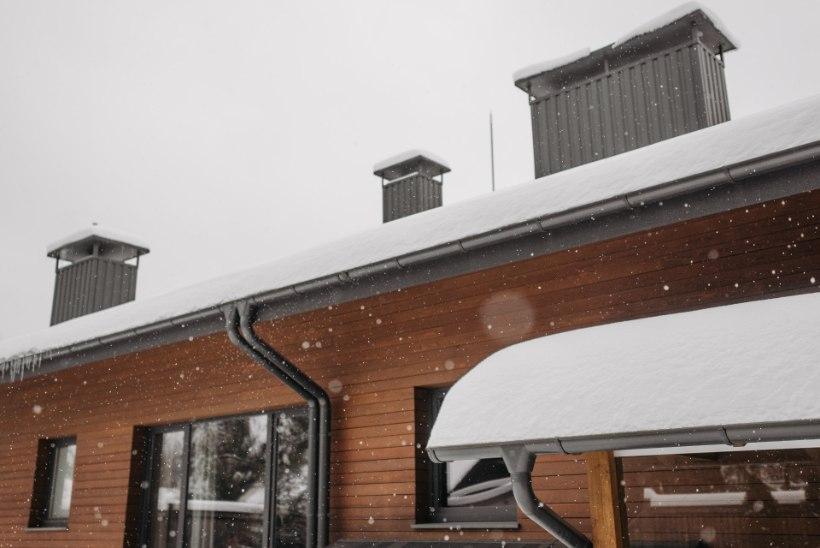 Õnnetus hüüab tulles: lume raskuse all purunenud katust ei pruugi kindlustus hüvitada