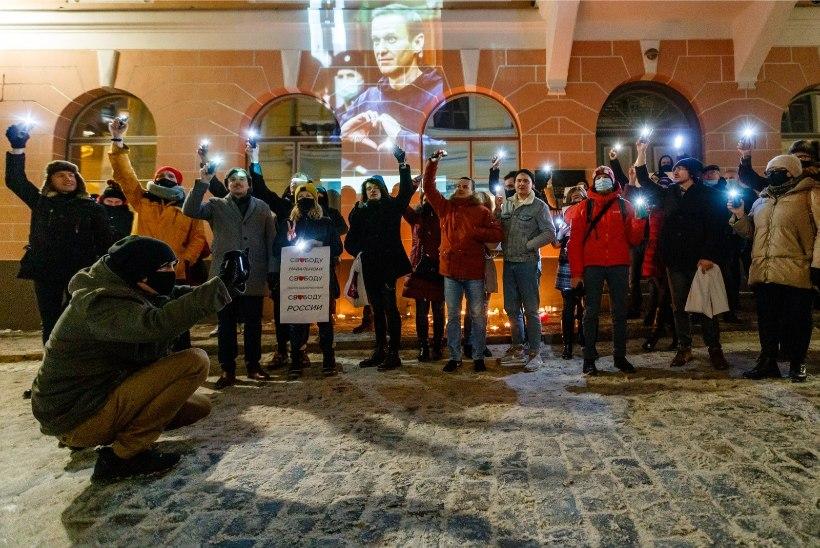 GALERII | Vene saatkonna ees toimus meeleavaldus Aleksei Navalnõi toetuseks