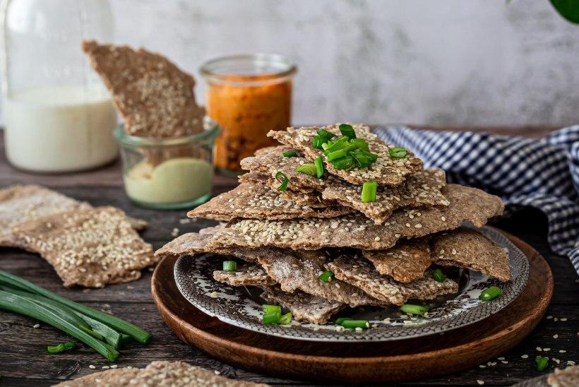 TRIKID KODUMAISE RUKKIJAHUGA: lihtsad kreekerid, leivamekiga lõhepirukas ja kreemjas rukkijahuvaht