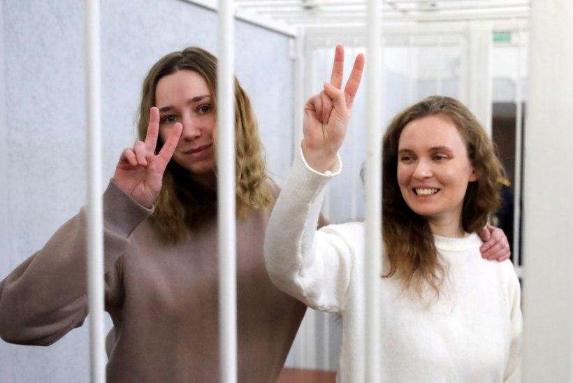 JÄÄDVUSTASID PROTESTE: Minski kohus mõistis noored ajakirjanikud kaheks aastaks vangi